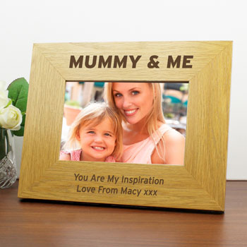 Engraved Mummy and Me 6x4 Inch Oak Finish Photo Frame