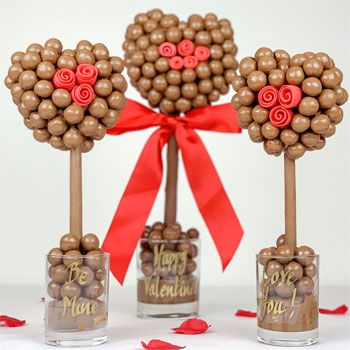 Personalised Malteser Heart Tree with Red Roses